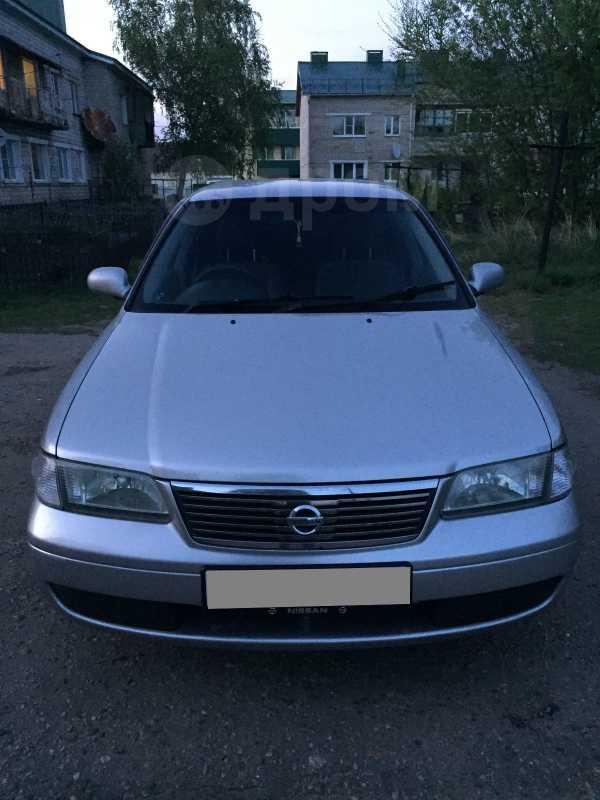 Nissan Sunny, 2002 год, 290 000 руб.