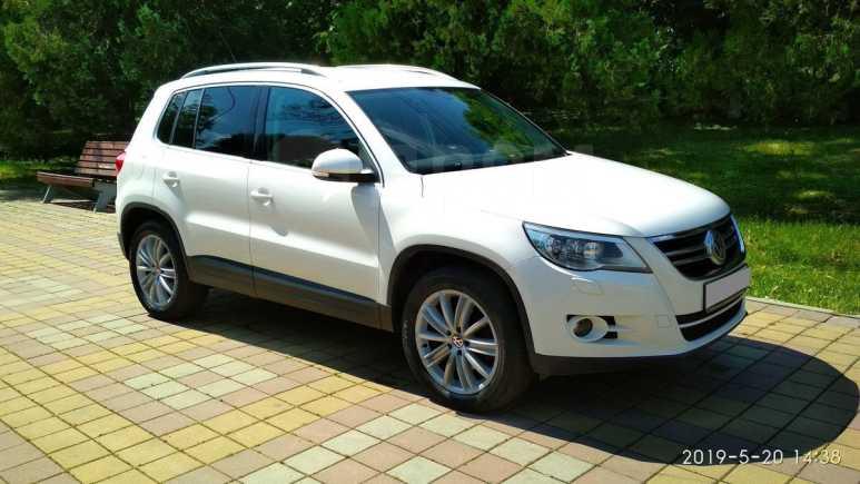 Volkswagen Tiguan, 2011 год, 735 000 руб.