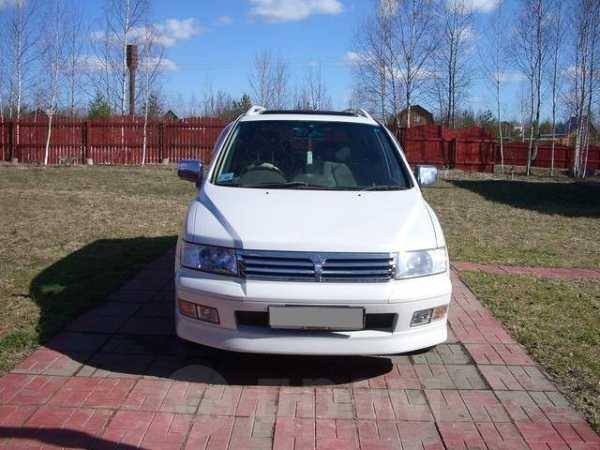 Mitsubishi Chariot Grandis, 2002 год, 454 000 руб.