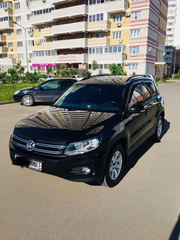 Volkswagen Tiguan, 2013 год, 890 000 руб.
