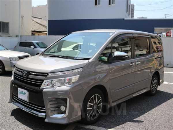 Toyota Voxy, 2015 год, 1 800 000 руб.