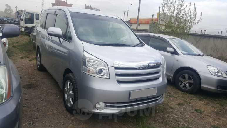 Toyota Noah, 2010 год, 855 000 руб.