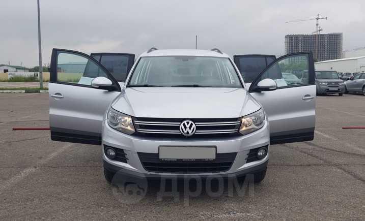 Volkswagen Tiguan, 2012 год, 645 000 руб.