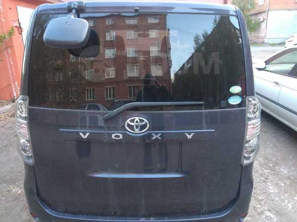 Toyota Voxy, 2007 год, 410 000 руб.