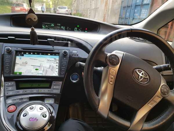 Toyota Prius PHV, 2014 год, 1 000 000 руб.