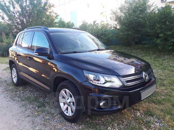 Volkswagen Tiguan, 2013 год, 899 000 руб.