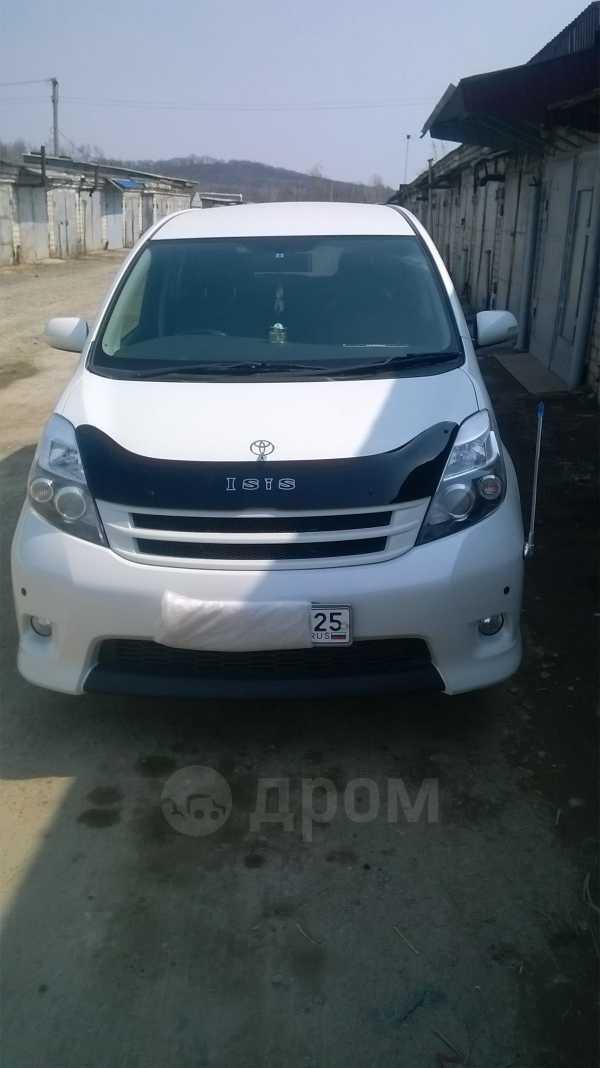 Toyota Isis, 2012 год, 710 000 руб.