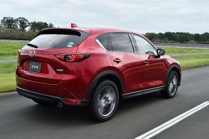 Рестайлинговый кроссовер Mazda CX-5 после обновления слегка подорожал