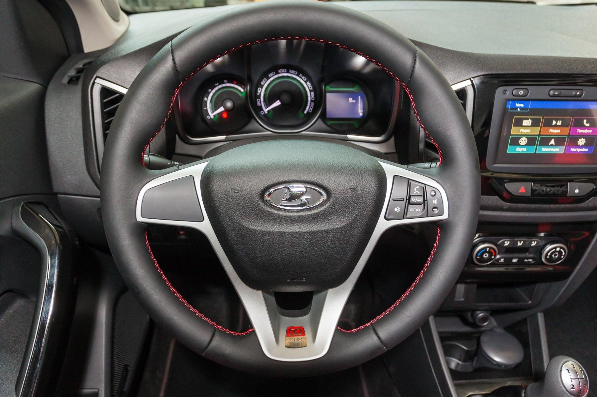 Lada XRAY снова попала под отзыв из-за рулевого управления