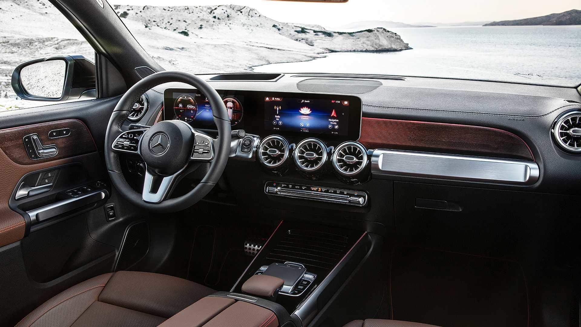 Новый кроссовер Mercedes-Benz GLB предложил 7-местный салон в компактном классе