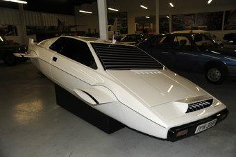Амфибия Lotus Esprit до сих пор остается одним из самых известных автомобилей Бонда