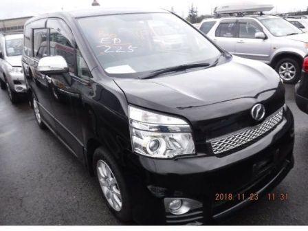 Toyota Voxy 2013 - отзыв владельца