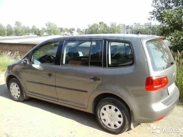 Volkswagen Touran, 2010 год, 719 000 руб.