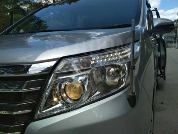 Toyota Noah, 2014 год, 1 050 000 руб.