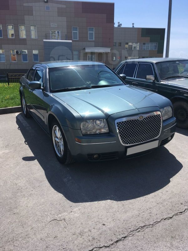 Chrysler 300C, 2004 год, 540 000 руб.