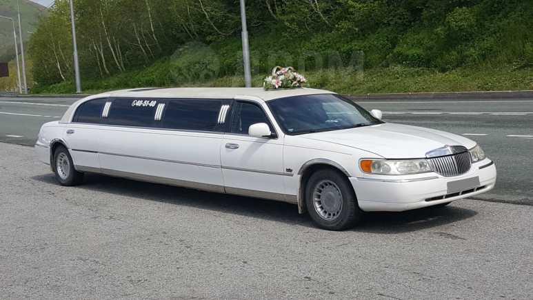 Lincoln Town Car, 2001 год, 580 000 руб.