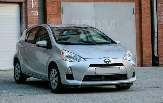 Toyota Prius C, 2012 год, 799 000 руб.