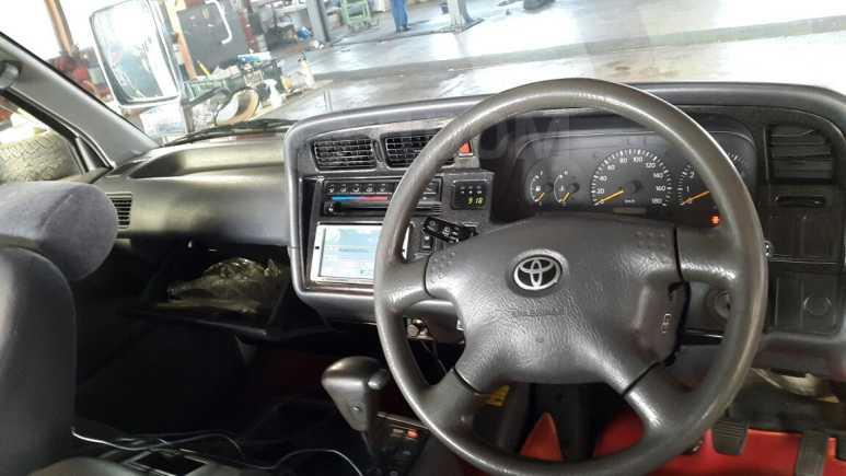 Toyota Hiace, 2003 год, 690 007 руб.