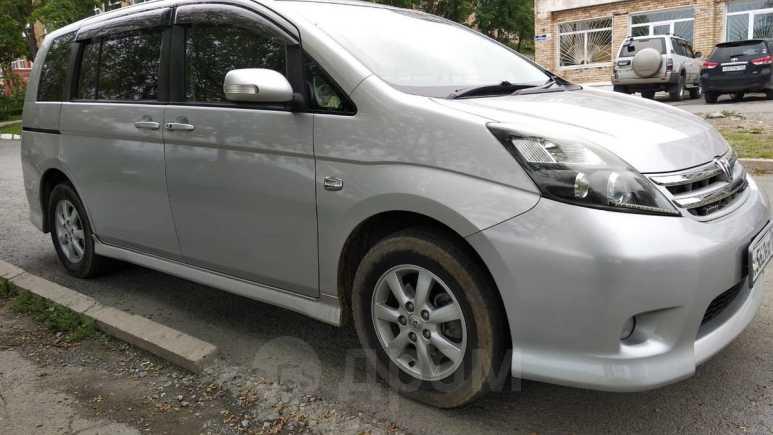 Toyota Isis, 2010 год, 655 000 руб.