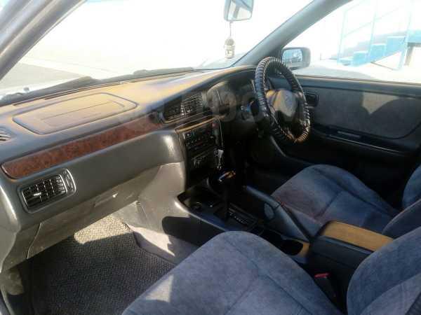 Nissan Bluebird, 2000 год, 137 000 руб.