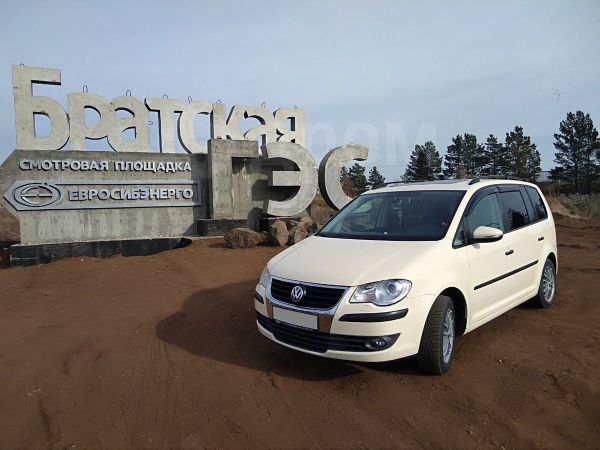Volkswagen Touran, 2010 год, 600 000 руб.
