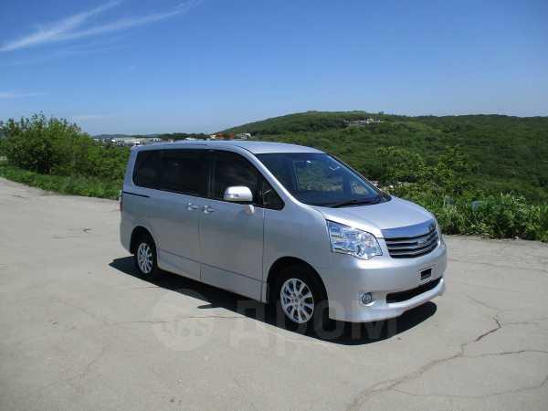 Toyota Noah, 2013 год, 999 000 руб.