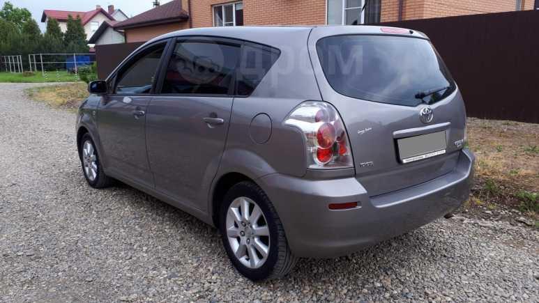Toyota Corolla Verso, 2004 год, 450 000 руб.