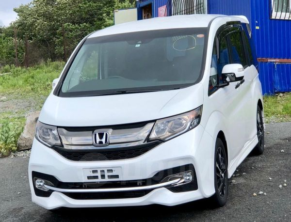 Honda Stepwgn, 2017 год, 1 300 000 руб.