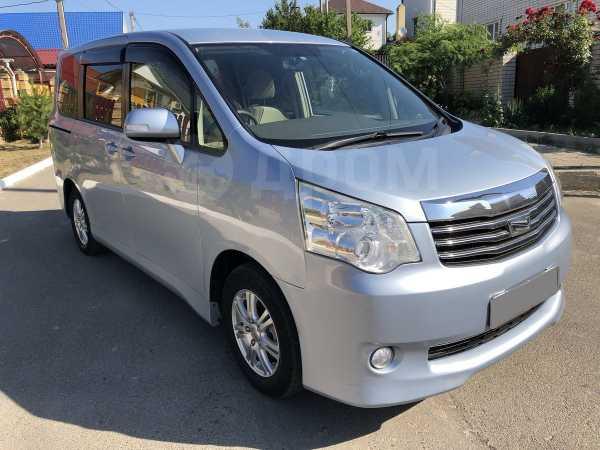 Toyota Noah, 2012 год, 1 050 000 руб.