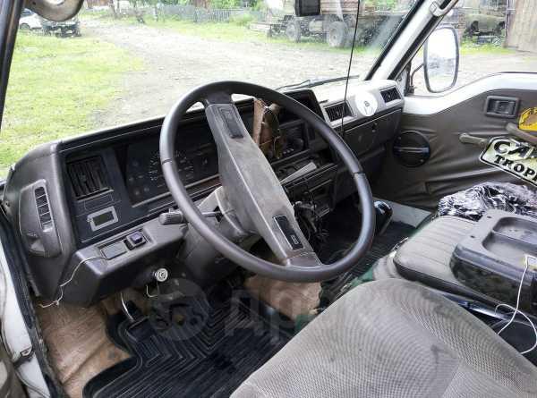 Nissan Urvan, 1988 год, 120 000 руб.