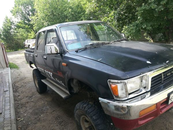 Toyota Hilux Pick Up, 1991 год, 490 000 руб.