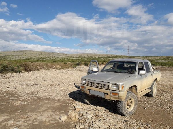 Toyota Hilux Pick Up, 1990 год, 550 000 руб.