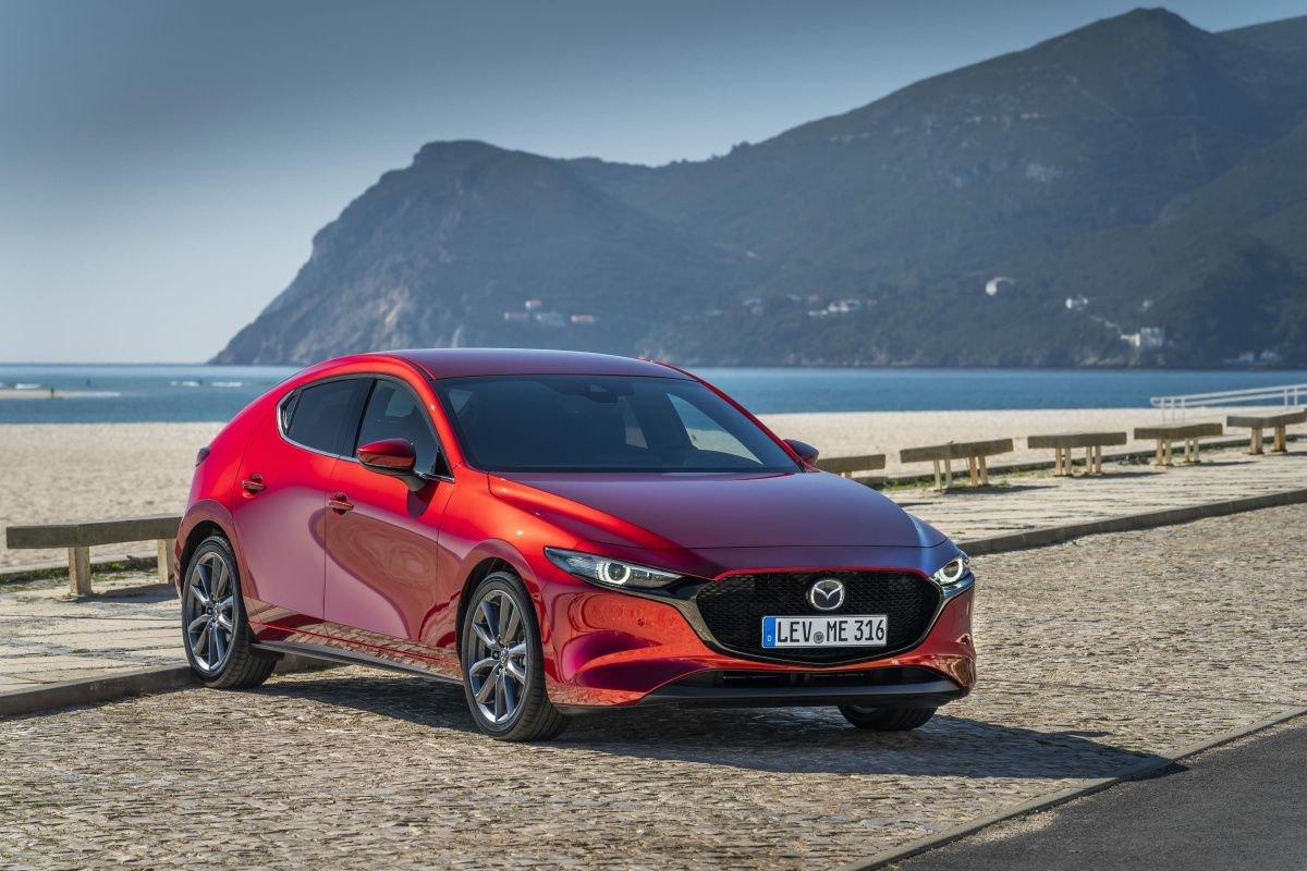 У новых Mazda 3 могут отваливаться колеса