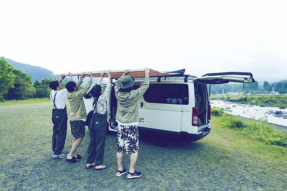 На базе Toyota Hiace создали утилитарный микроавтобус для туристов