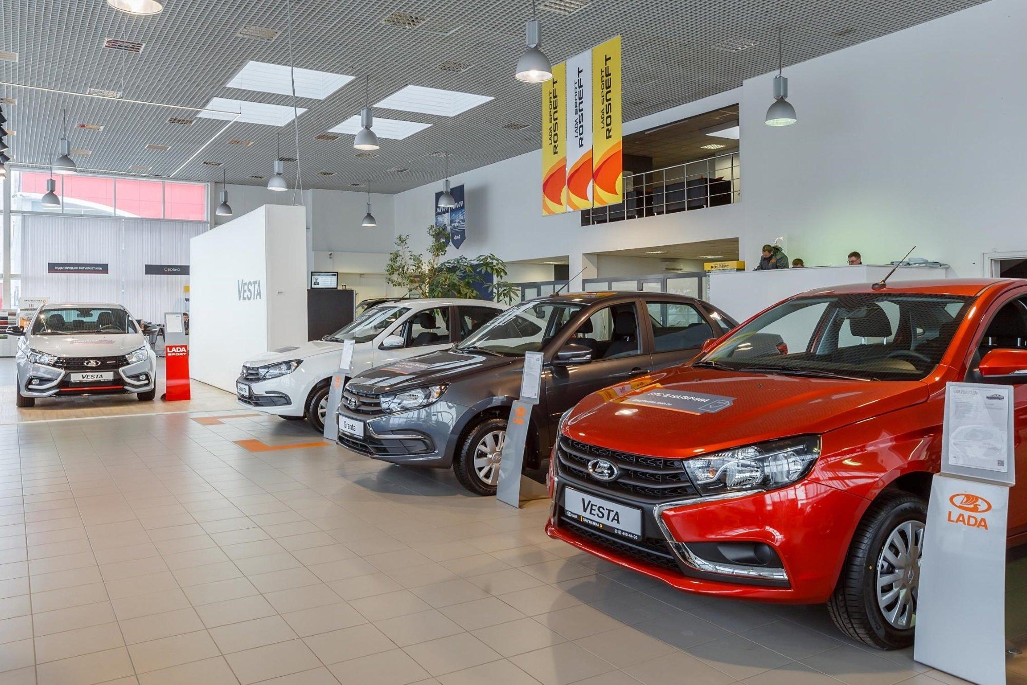 Продажи Lada за полгода: пока в плюсе, но есть тревожные сигналы