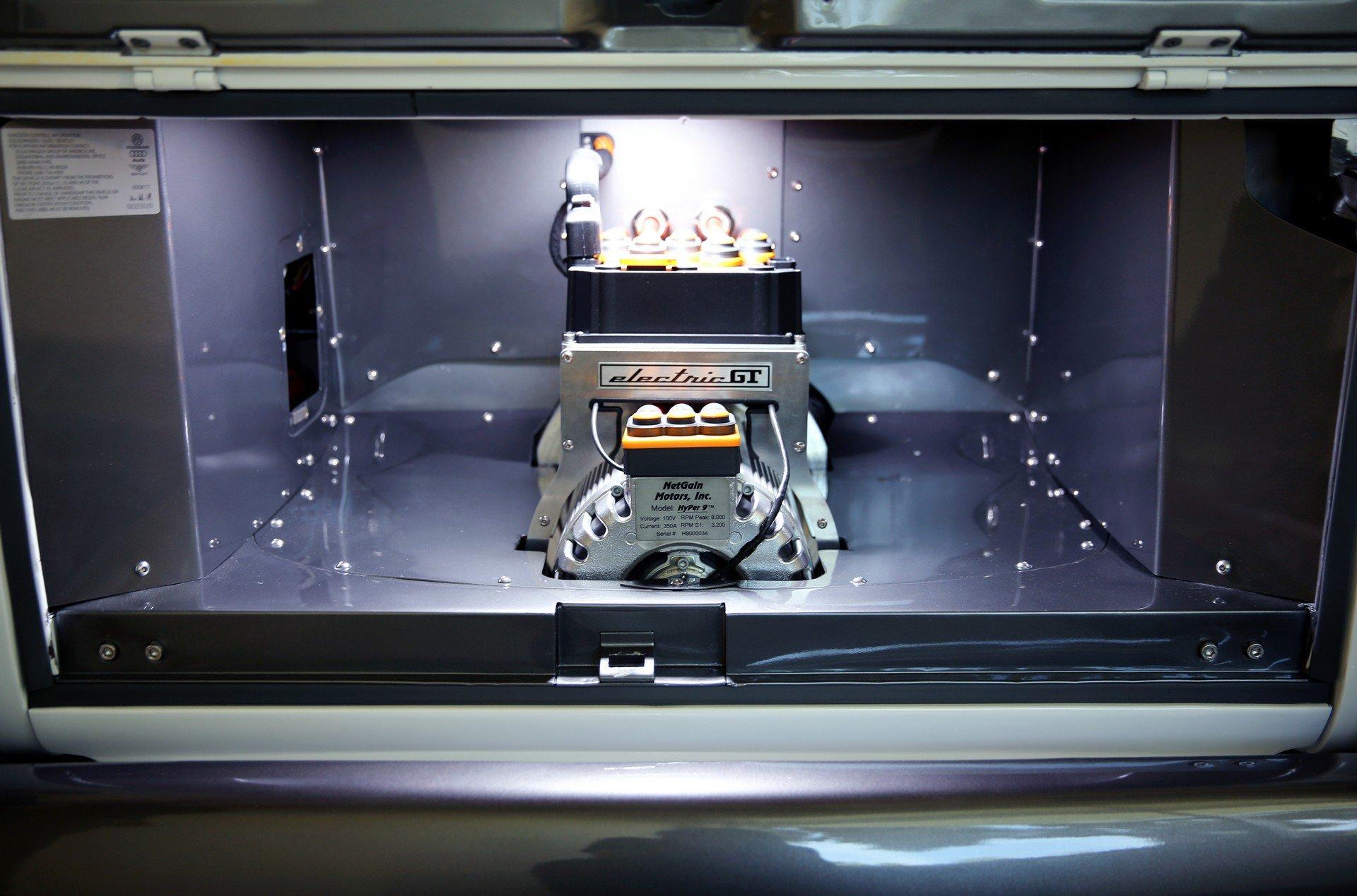 Volkswagen перевел «немецкую буханку» на электротягу и сделал из нее развлекательный центр