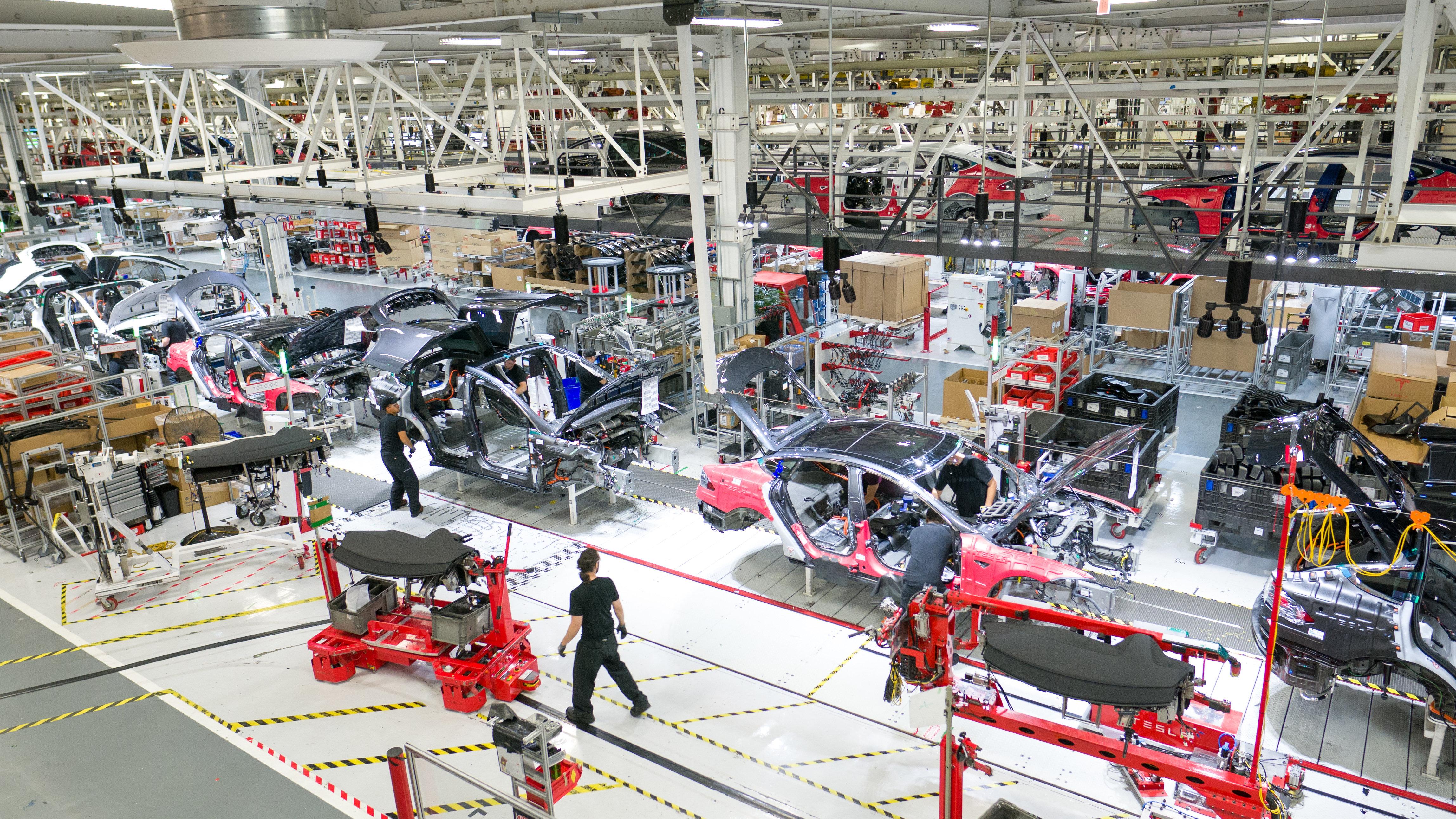 Tesla обновила собственный производственный рекорд. А как же тревожные возгласы аналитиков?