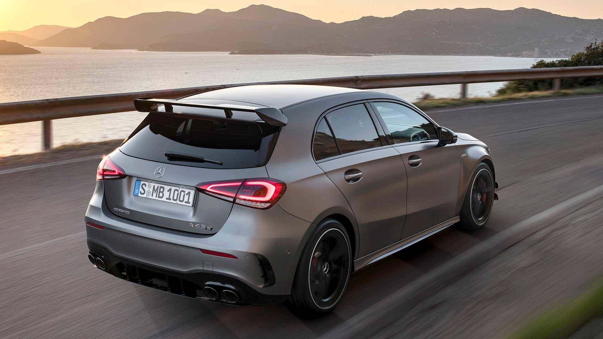 Mercedes-AMG представил хэтчбек A 45 и седан CLA 45, и они быстрее суперкаров 20-летней давности!