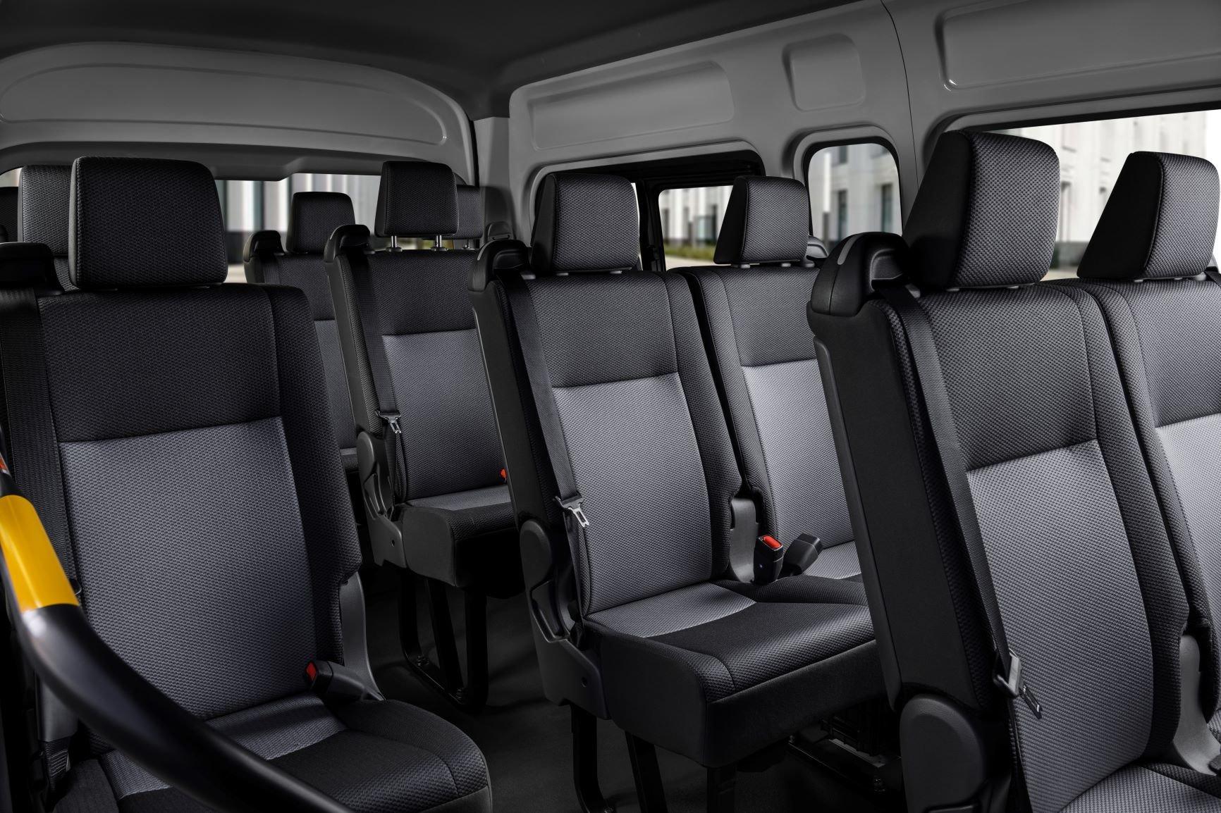 В России начали принимать заказы на новую Toyota Hiace: от 3 млн рублей