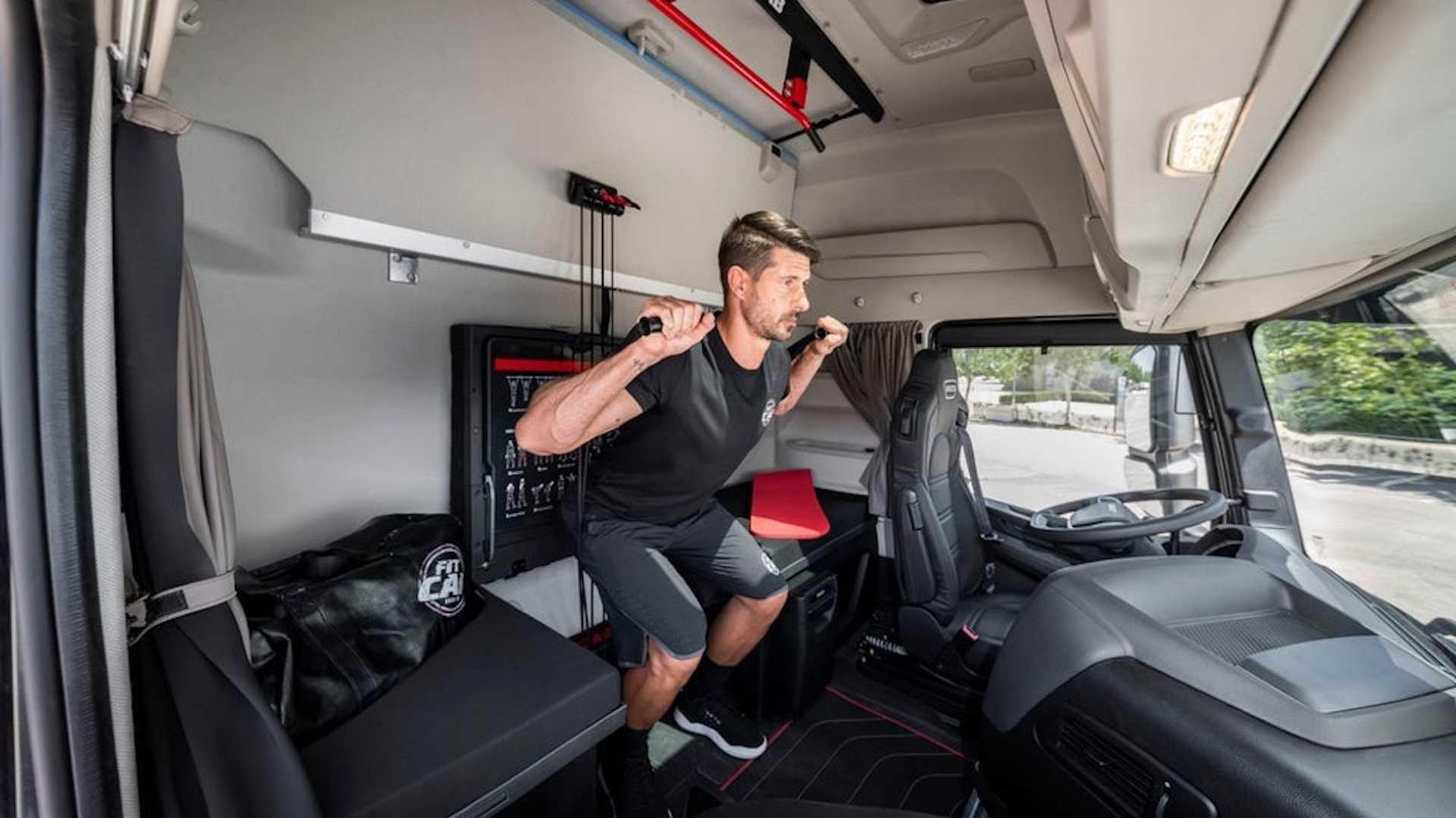 Тягач Iveco превратили в мобильный зал для фитнеса