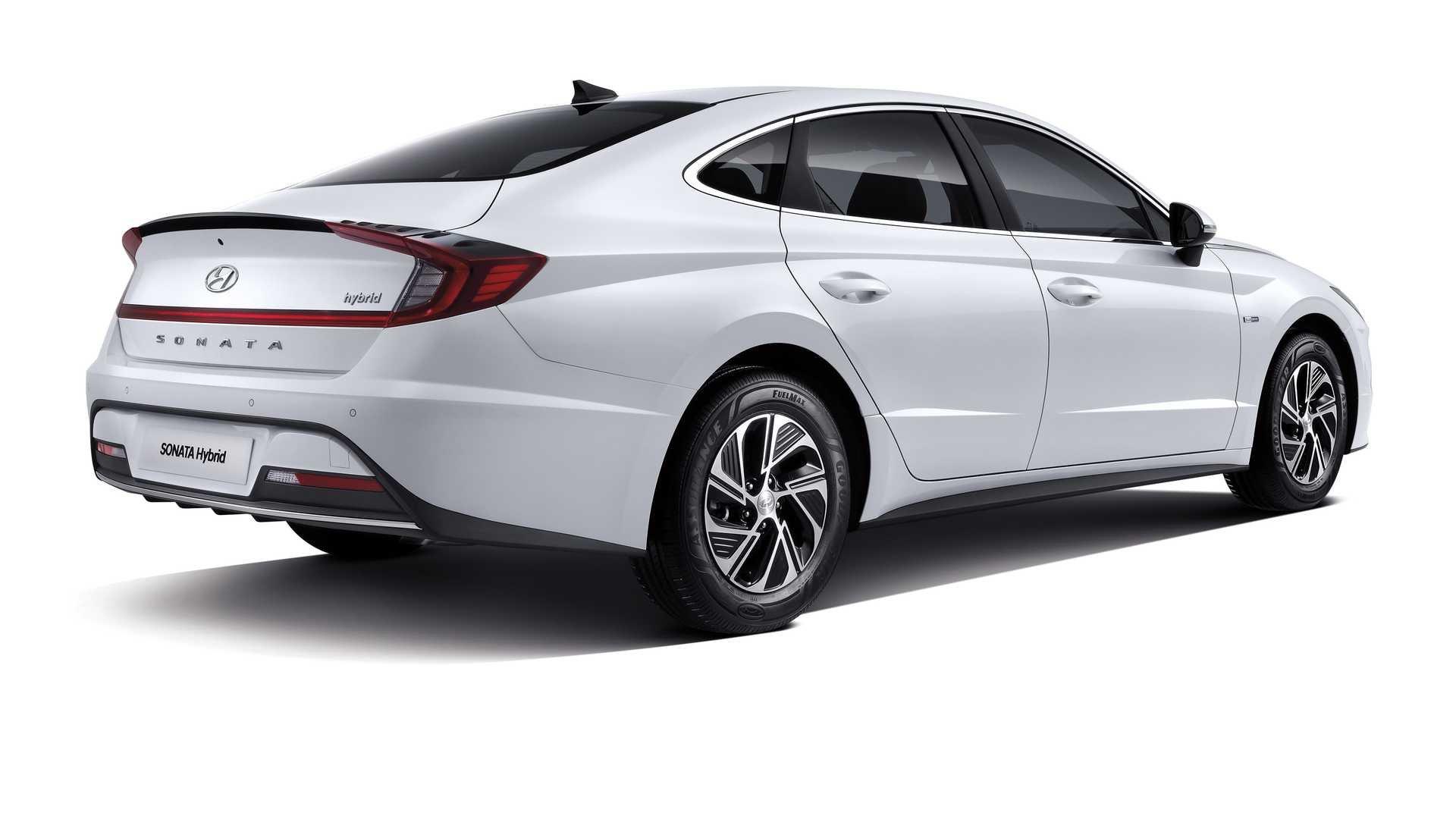 Гибридный седан Hyundai Sonata получил солнечную батарею