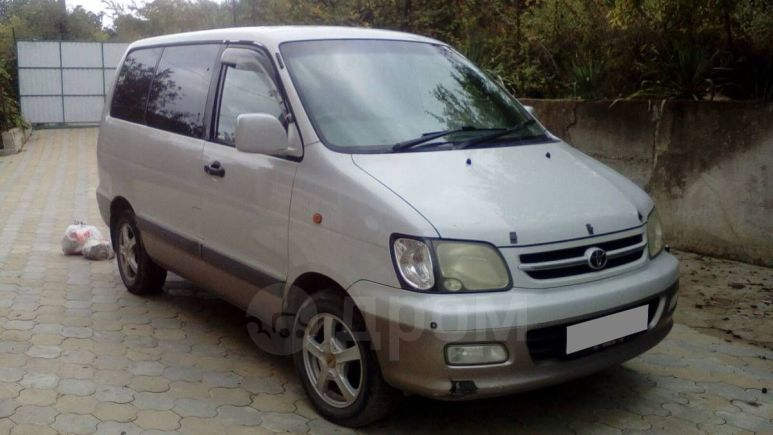 Toyota Town Ace Noah, 2000 год, 355 000 руб.