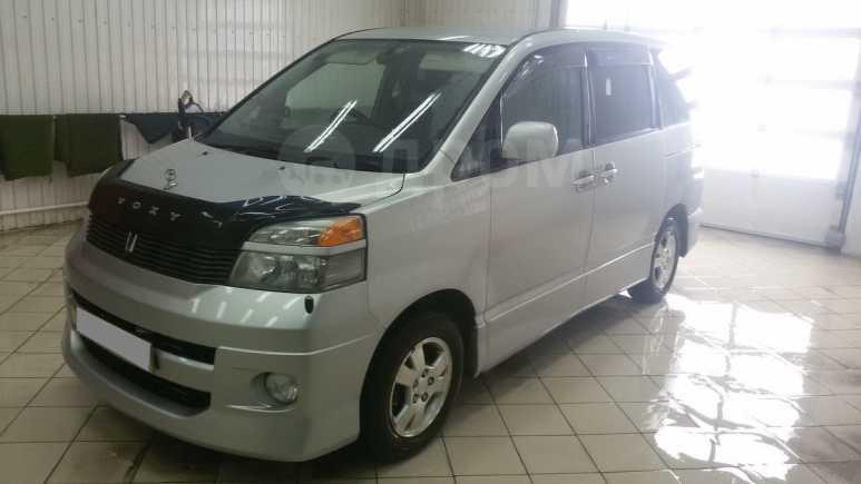 Toyota Voxy, 2001 год, 430 000 руб.