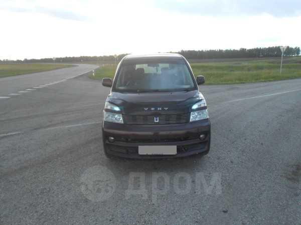 Toyota Voxy, 2001 год, 415 000 руб.
