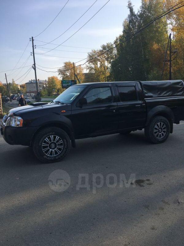 Nissan NP300, 2012 год, 900 000 руб.