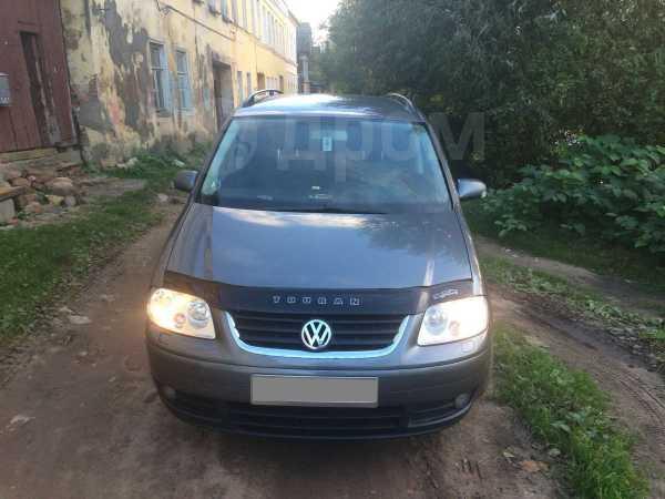 Volkswagen Touran, 2004 год, 400 000 руб.