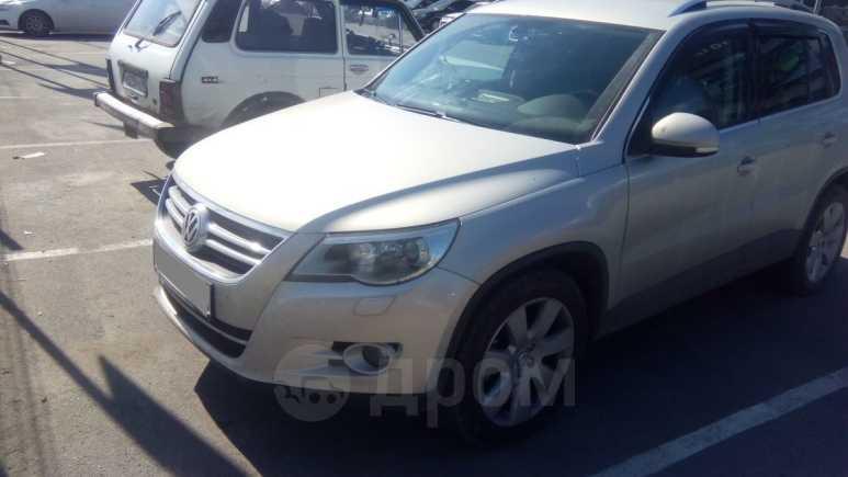 Volkswagen Tiguan, 2010 год, 815 000 руб.