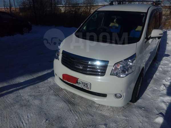 Toyota Noah, 2011 год, 850 000 руб.