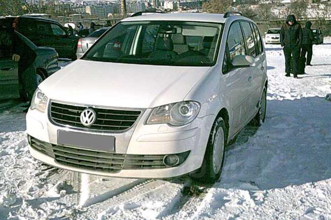 Volkswagen Touran, 2008 год, 560 000 руб.