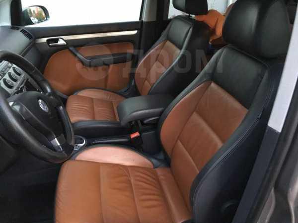 Volkswagen Touran, 2008 год, 469 000 руб.
